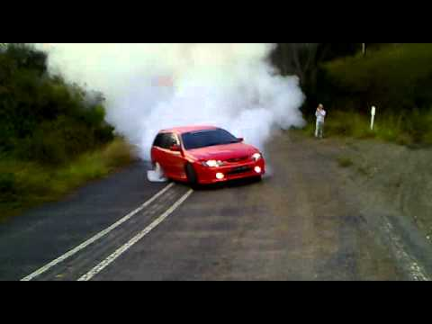 How To Do A Burnout In An Automatic >> vt ss 5 litre burn out | Doovi