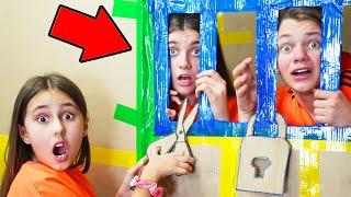 لحظات مضحكة في المدرسة مع الأصدقاء! ماذا لو تم إغلاقك أنت وصديقك المفضل ليلاً في المدرسة 2؟