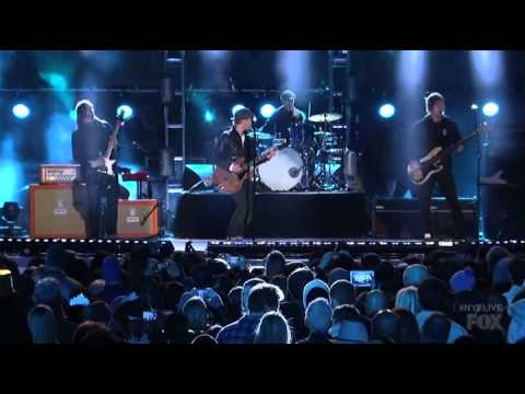 Lifehouse - Hanging By A Moment (Fox's New Years Eve 2013)