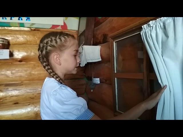 Изображение предпросмотра прочтения – КсенияСоболева читает произведение «Мама, глянь-ка из окошка» А.А.Фета