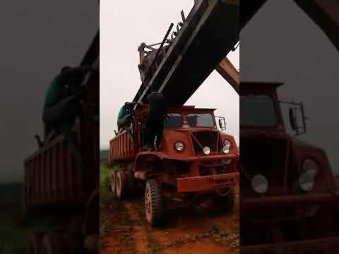 Turun barang kilang pakai lori hantj