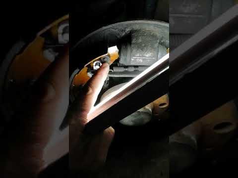 Замена задних колодок на шкода октавия а4 тур.