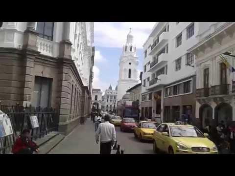 Centro histórico de Quito y Virgen de Panecillo.