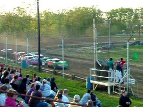 Lakeville Speedway LM Heat race 4-30-10 008.AVI
