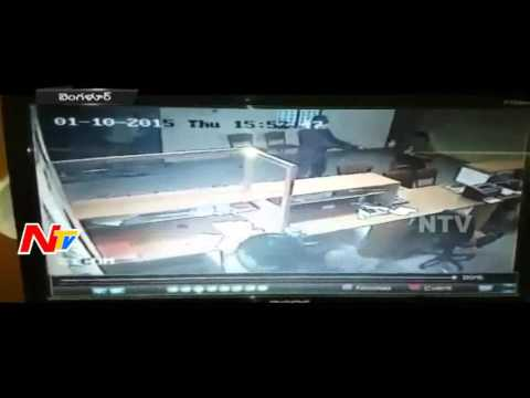 CCTV Footage of Manappuram Bank Robbery in Bangalore | NTV
