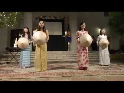 Mua non Thuong qua Viet Nam (Bamboo conical hat dance) Asean Night New Delhi 2013