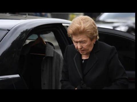 87 летней Наине Ельциной стало плохо во время прощания с Галиной Волчек