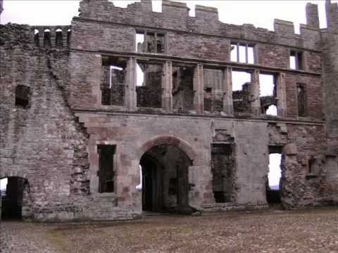 Welsh bagpipes - Raglan Castle
