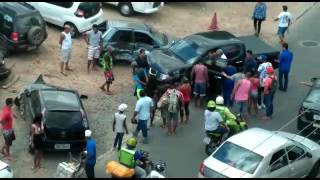 Mulher perde controle do carro e bate em 10 veículos em Camaçari - Camaçari Notícias