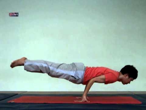 Tư thế con công - Yoga Mayoorasana.flv