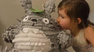 How to make an easy Totoro Pinata / Cómo hacer una piñata de Totoro