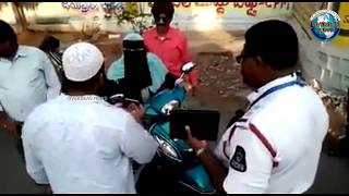 Arguments between Traffic Police and Women at Malakpet Hyderabad   Overseas News