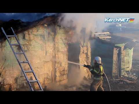 kerchnettv: В Жуковке горит дом, в котором жила одинокая женщина