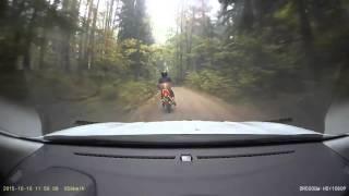 policija pervaziavo sprukusi motociklininka