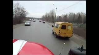Как пропускают пожарную машину в России(Вот так вот пропускают пожарную машину в Омске..., 2015-09-01T15:48:56.000Z)