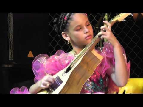 Niños en Categoría Bandola, música llanera, XVI Festival la Palometa de Oro, Pto Carreño, Vichada