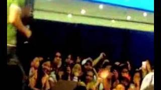 SAM MILBY @ SM Bacoor singing Maging Sino Ka Man(072306)