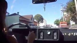 Quem te ensina a dirigir depois de habilitada(o) faz assim?