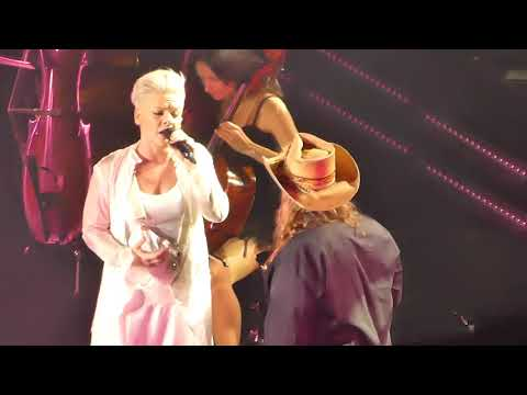 "Pink Live ""Love Me Anyway"" with Chris Stapleton Madison Square Garden 21st May 2019"