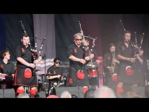 Red Hot Chilli Pipers - Wake Me Up (Avicii) And Don't Stop Believin' (Journey) At Glasgow Mela 2015