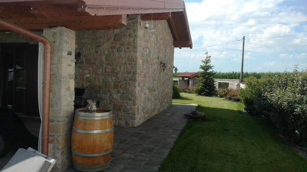 Rivestimenti in pietra per villa di campagna combinazione for Pietra di credaro rivestimenti