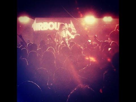 Airbourne - Raise The Flag Lyrics | Musixmatch