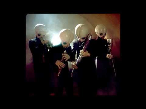 10 MINUTES OF CANTINA BAND