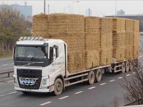 TRUCKS LORRY WAGON RIG WITH HAY/STRAW LOAD
