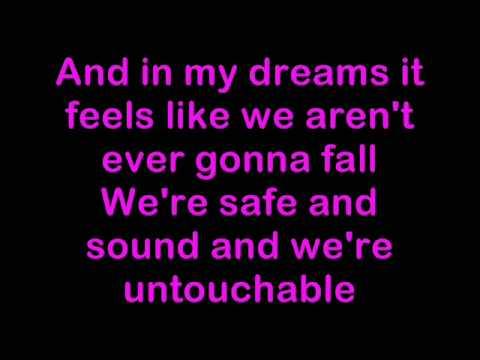 Girls Aloud - Untouchable Lyrics