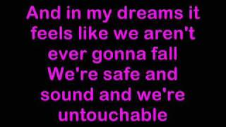 Girls Aloud - Untouchable Lyrics