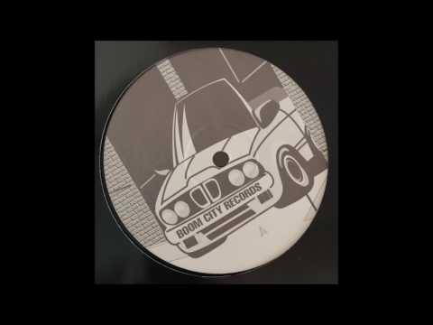 Andy Mowat - Phat Beat (Underground Distortion Dub Mix)