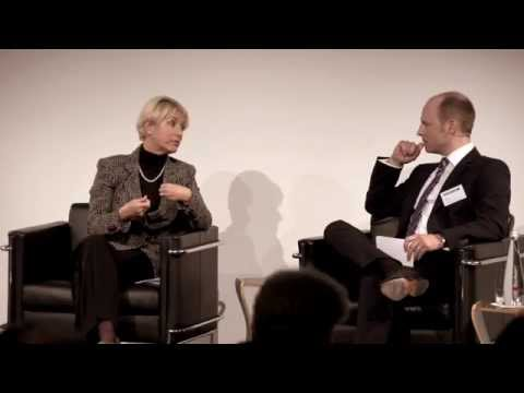 Gespräch am Fund Experts Forum mit Elizabeth Corley, CEO Allianz Global Investors