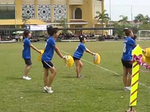 Lao students in Hue-Dance cheerleader