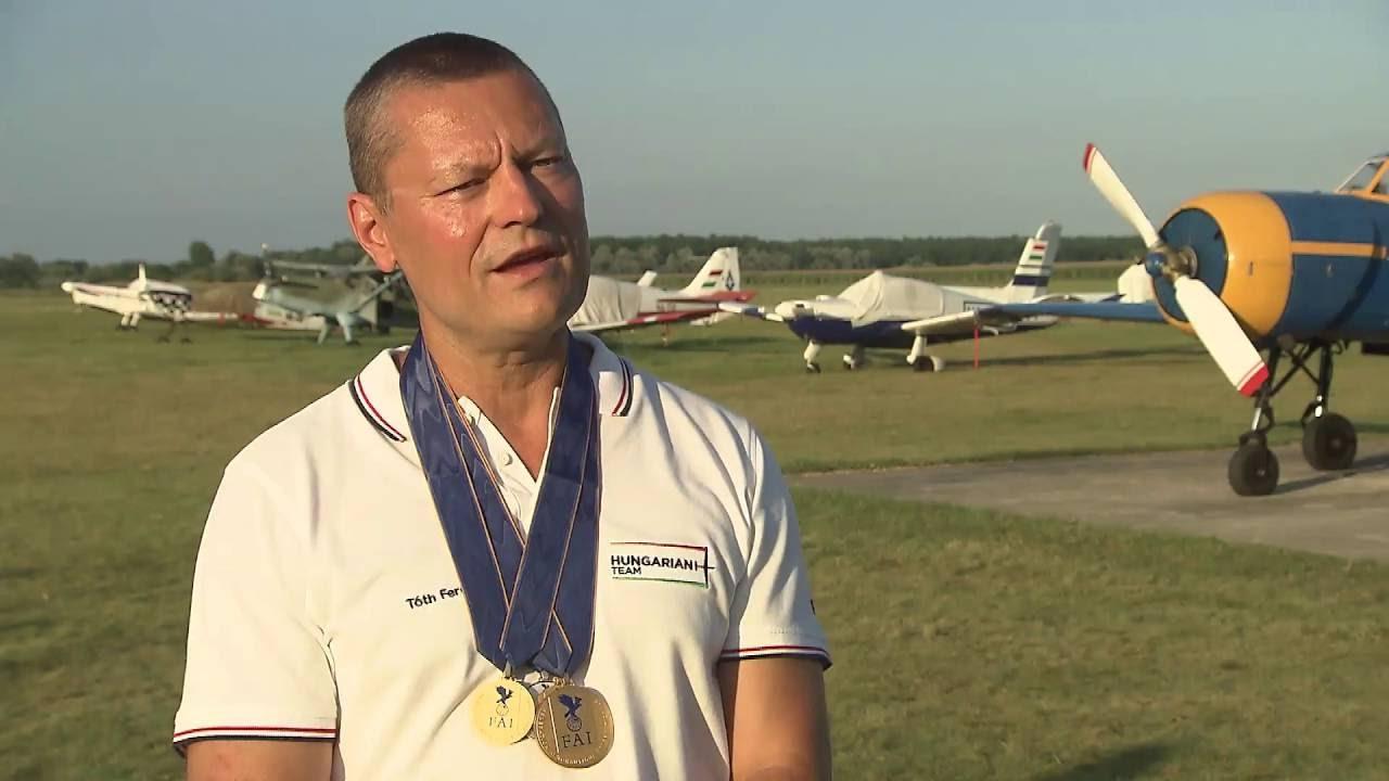 Pildiotsingu Ferenc Toth Glider aerobatic tulemus