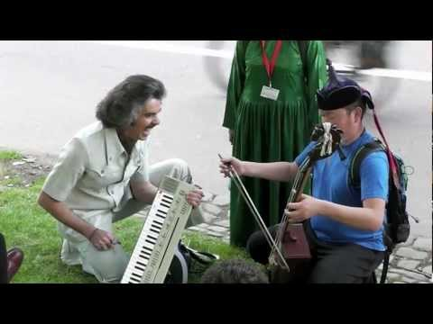 Barry Morgan & Anda Union's Impromptu Outdoor Gig | Edinburgh Festival Fringe 2012