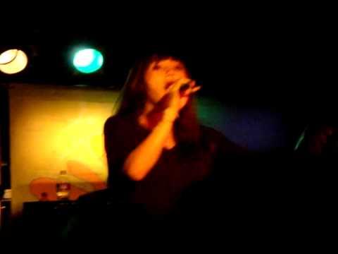 Meg & Dia - Roses