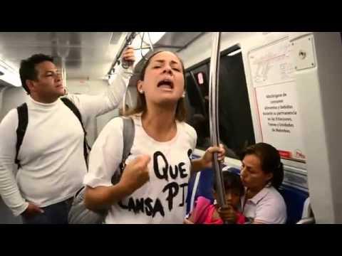 Mujer en el metro de Caracas