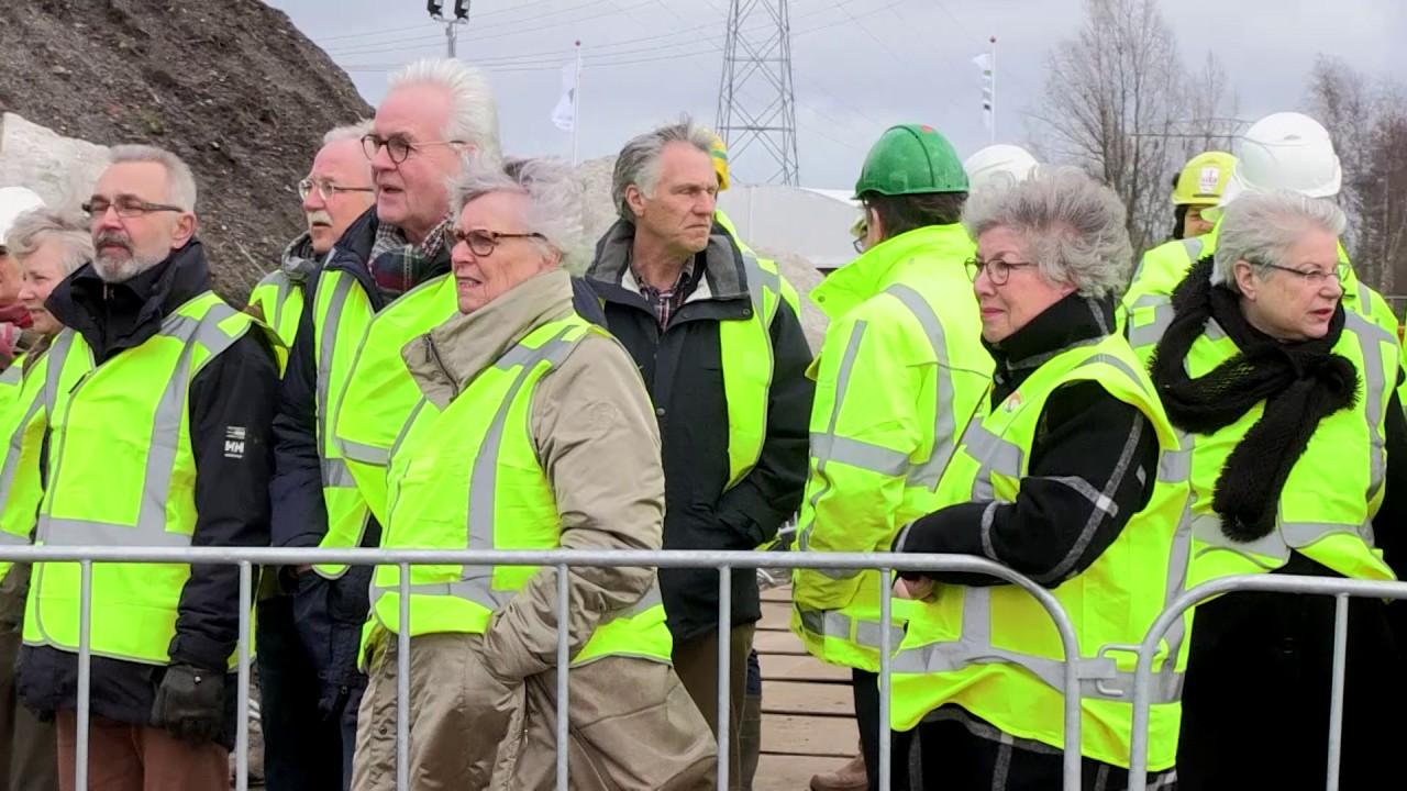 Wethouder verricht aftrap voor bouwwerkzaamheden Helperzoomtunnel