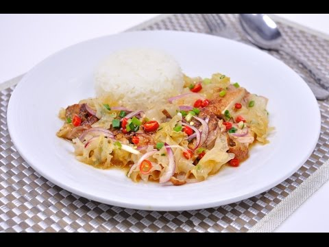 Spicy Grilled Chicken with Rice (Thai Food) - Khao Yum Gai Yang  ข้าวยำไก่ย่าง
