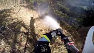 Pożar trawy w lesie OSP