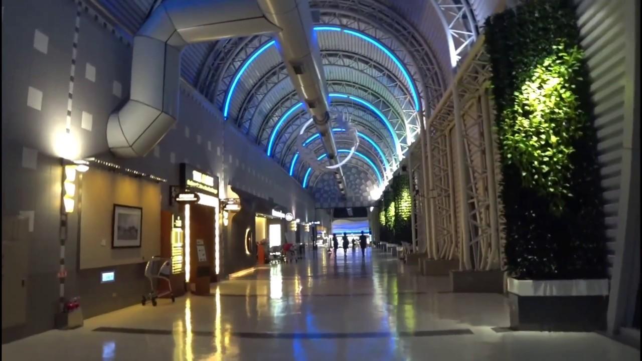 高雄小港機場出境到新加坡樟宜機場E櫃臺 - YouTube