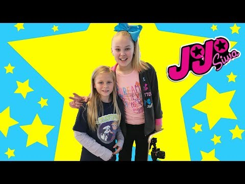 JOJO Nickelodeon Assistant Meets JoJO Siwa and Goes on a Roller Coaster Treasure Hunt