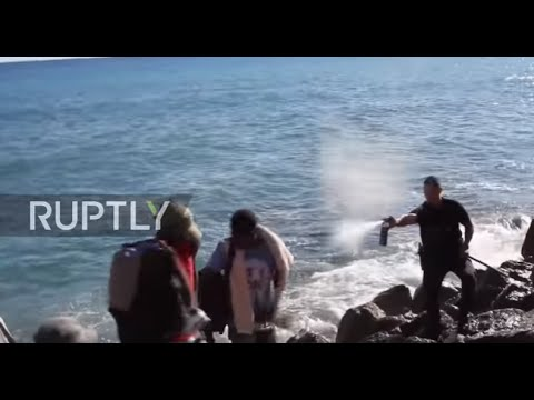 Italy: Migrants pepper-sprayed as they try to cross border into France