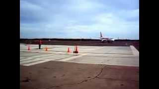 Aterrizaje Embraer 190 de Conviasa en el Aeropuerto Jose Leonardo Chirino de Coro, Edo Falcon