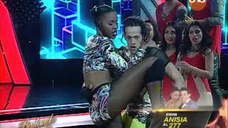 ¡Anisia Dos Reis y Arlhinson Samaniego bailan #Reggaetón en la pista! #Bailando2017