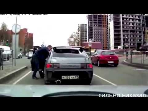 Как наказывают быков на дороге видео