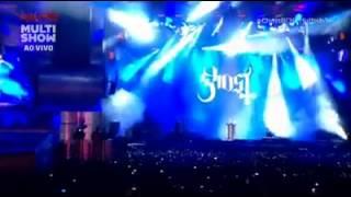 """Banda sueca Ghost canta """"Faz um milagre em mim"""", de Regis Danese"""