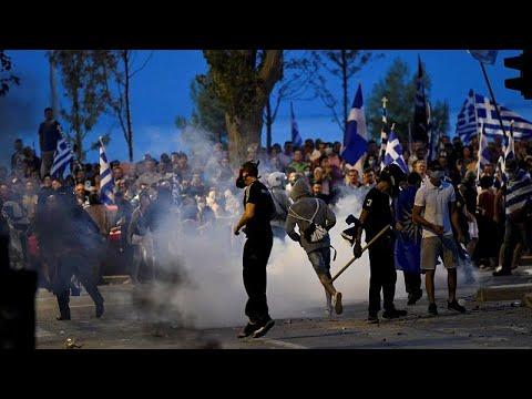 اشتباكات عنيفة بين الشرطة ومتظاهرين قوميين بمدينة سالونيكى اليونانية…  - 21:53-2018 / 9 / 8