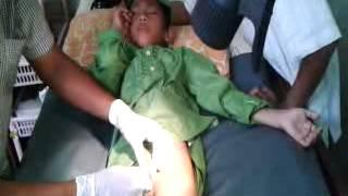 Repeat youtube video Proses Khitan di Bumiayu, Jawa Tengah, Indonesia