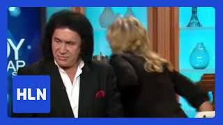 Video Shannon Tweed walks out on Gene Simmons download MP3, 3GP, MP4, WEBM, AVI, FLV Juni 2018
